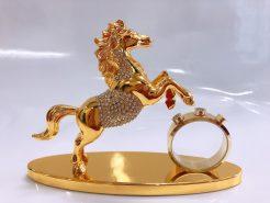Tượng ngựa ko đồng hồ